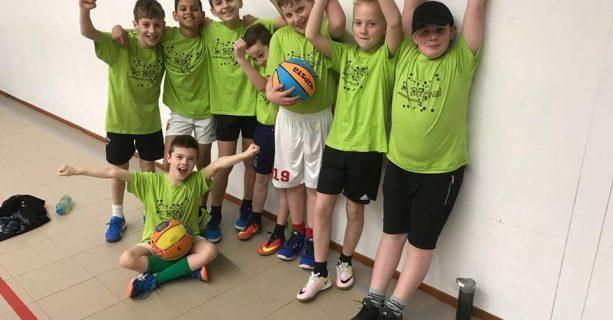 Basketbalteam actief tijdens schooltoernooi!