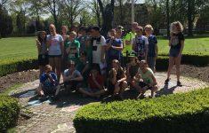 Groep 8 bezoek de tuin van de vrijheid