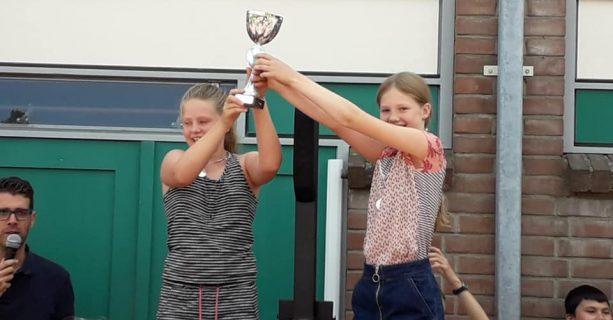 Fiene en Lynn de nieuwe eiergooi kampioenen!